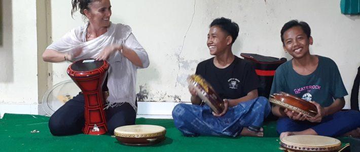 Musique à l'orphelinat Yappenatim !!